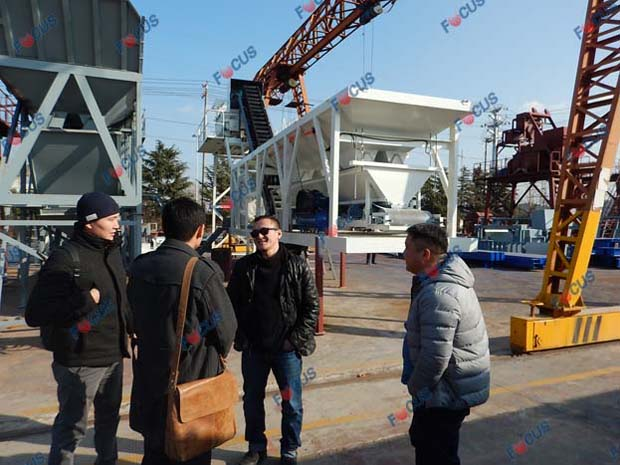 Mongolian Clients Buying Mobile Concrete Plant Photo 2